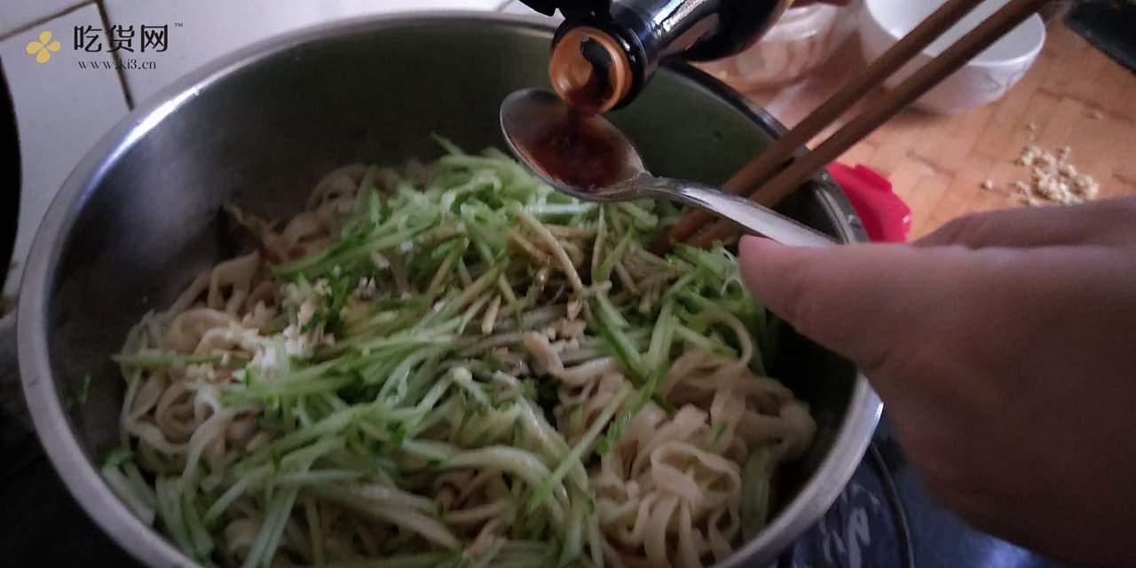 妈妈的味道:巨好吃的北京麻酱凉拌面,快手又清爽的夏季美味的做法 步骤4