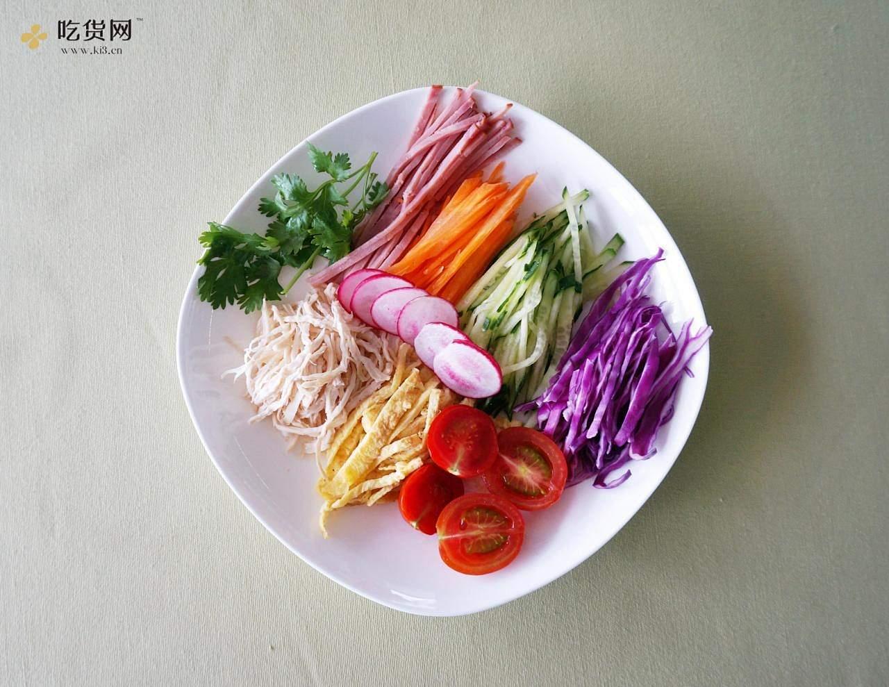【丘比美食】芝麻鸡丝凉面的做法 步骤5