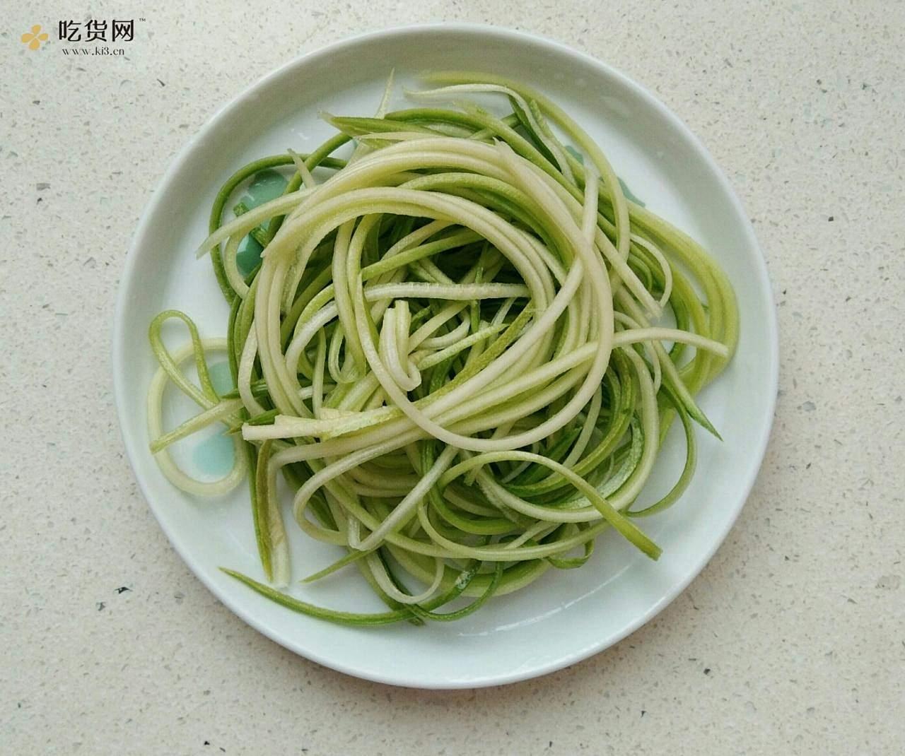 减脂,断糖也能吃的麻辣鸡丝凉面(西葫芦丝)的做法 步骤10