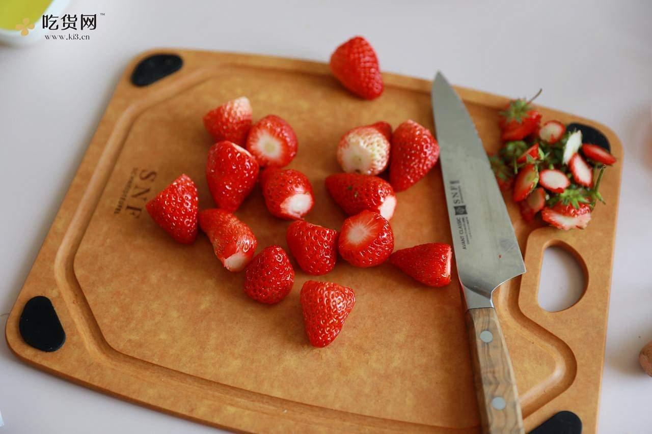 在家自己制作真材实料的草莓🍓冰激淋,无渣好好吃~的做法 步骤2