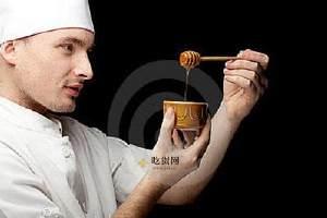 男生吃蜂蜜有哪些好处呢,男生吃蜂蜜的功效与作用,男生吃蜂蜜怎么样缩略图