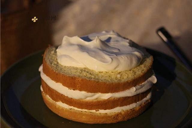 奶油装饰裸蛋糕(简易版)的做法 步骤2