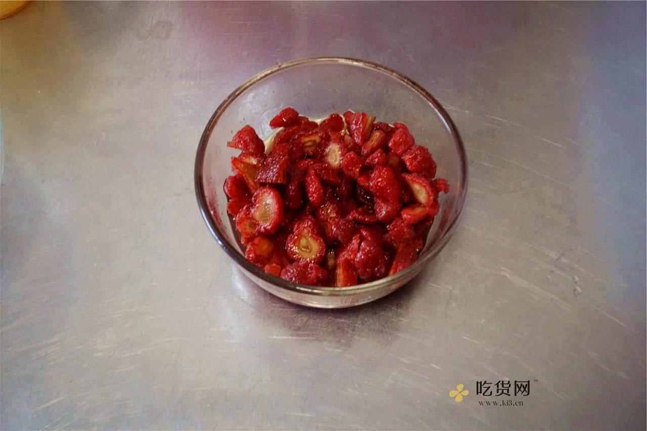 草莓蜂蜜软欧的做法 步骤1