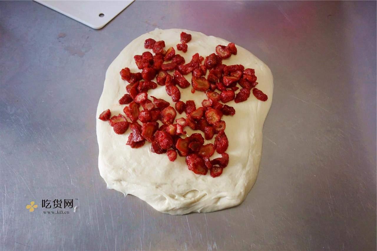草莓蜂蜜软欧的做法 步骤6