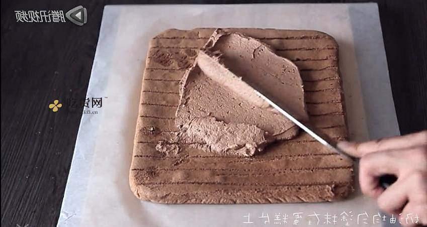 巧克力草莓蛋糕卷的做法 步骤12