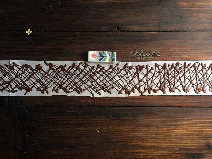 草莓巧克力围栏蛋糕的做法 步骤9