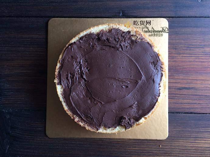 草莓巧克力围栏蛋糕的做法 步骤4