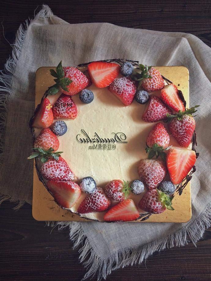 草莓巧克力围栏蛋糕的做法 步骤13