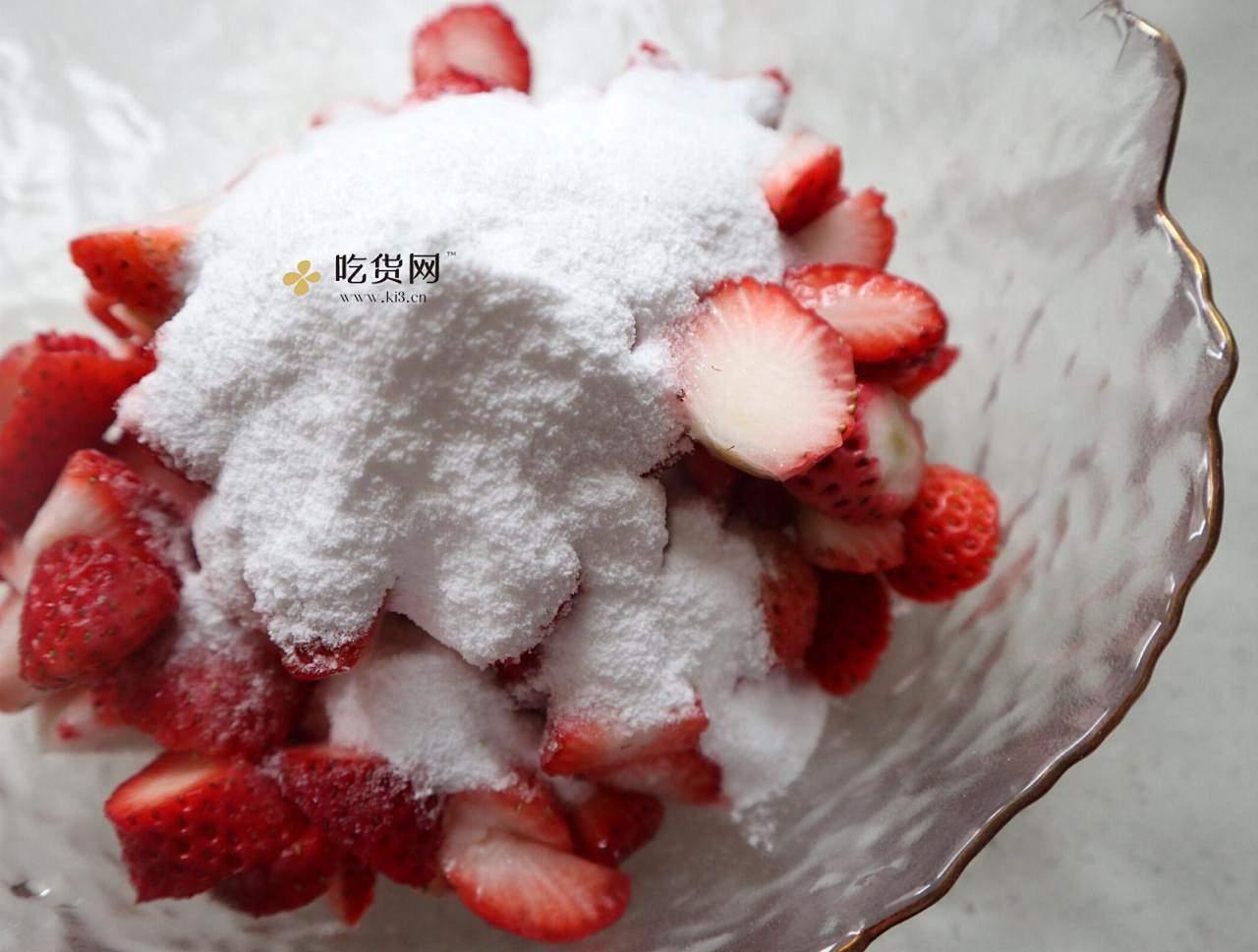 抓住草莓季的尾巴❗️自制草莓奶盖牛乳的做法 步骤3