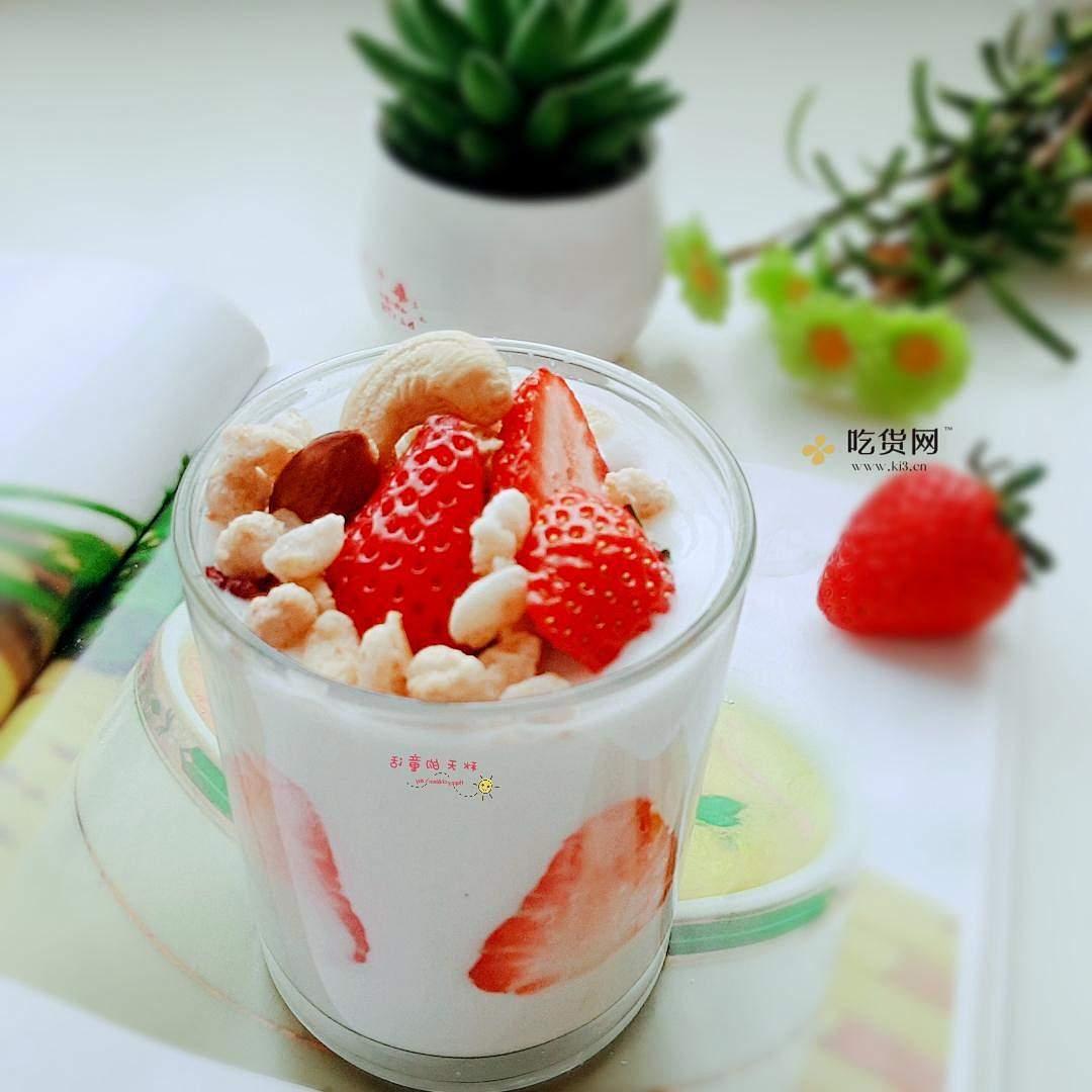 草莓坚果麦片酸奶杯的做法 步骤7