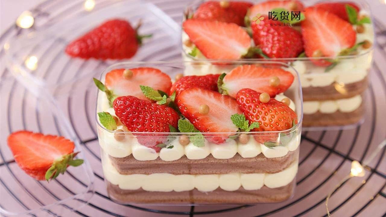 治愈系美食:草莓盒子蛋糕的做法 步骤9