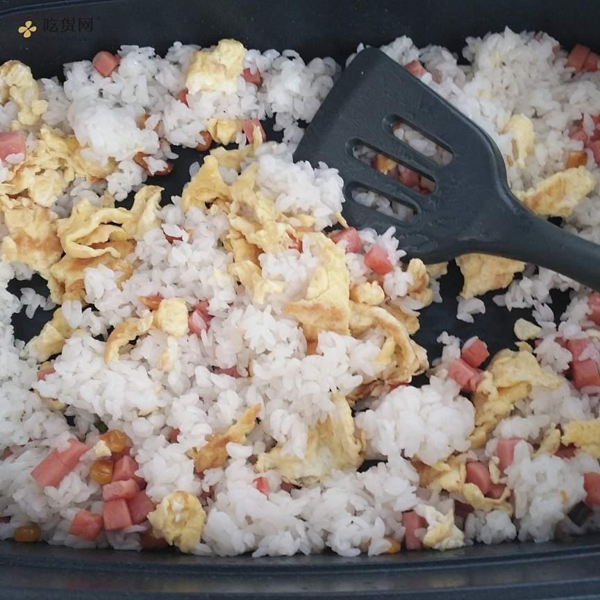 菠萝炒饭的做法 步骤9