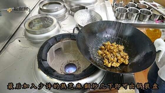 """厨师长教你:""""糖醋排骨""""的传统做法,口感丰富细腻的做法 步骤10"""