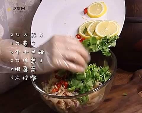 好吃到舔手指的网红酸辣柠檬无骨鸡爪的做法 步骤3