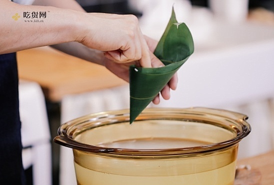 创食计 - 粽子配芥菜咸蛋汤的做法 步骤1