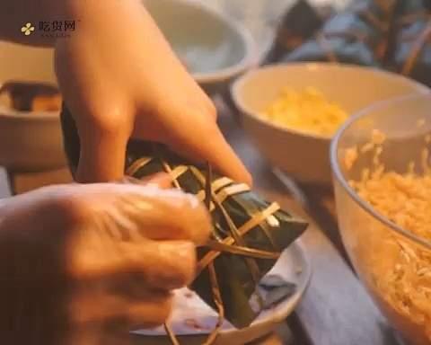 新手小白能学会的极简包粽子教程的做法 步骤6
