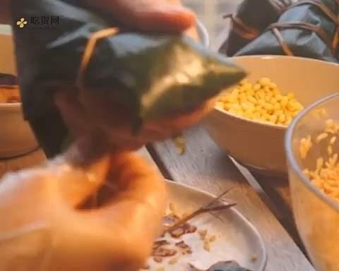 新手小白能学会的极简包粽子教程的做法 步骤5