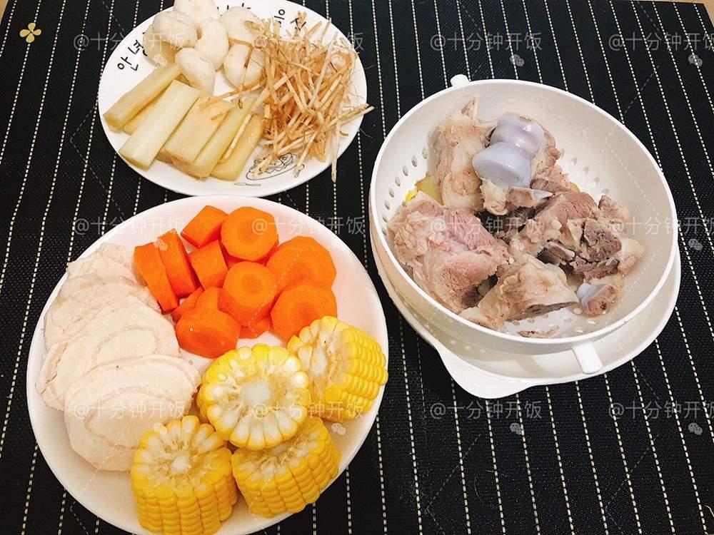这份广东靓汤帮你清热解毒,消食除胀———甘蔗马蹄茅根骨头汤的做法 步骤5