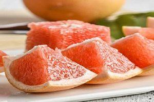一个红柚子的热量高吗,晚上吃红心柚子会长胖吗缩略图
