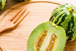 香瓜和豆奶能一起吃吗,香瓜不能和什么同吃缩略图