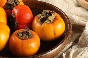 摘下来的柿子怎样催熟,熟柿子的各种吃法缩略图