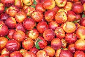 吃油桃有什么好处和坏处,吃油桃得注意点什么缩略图