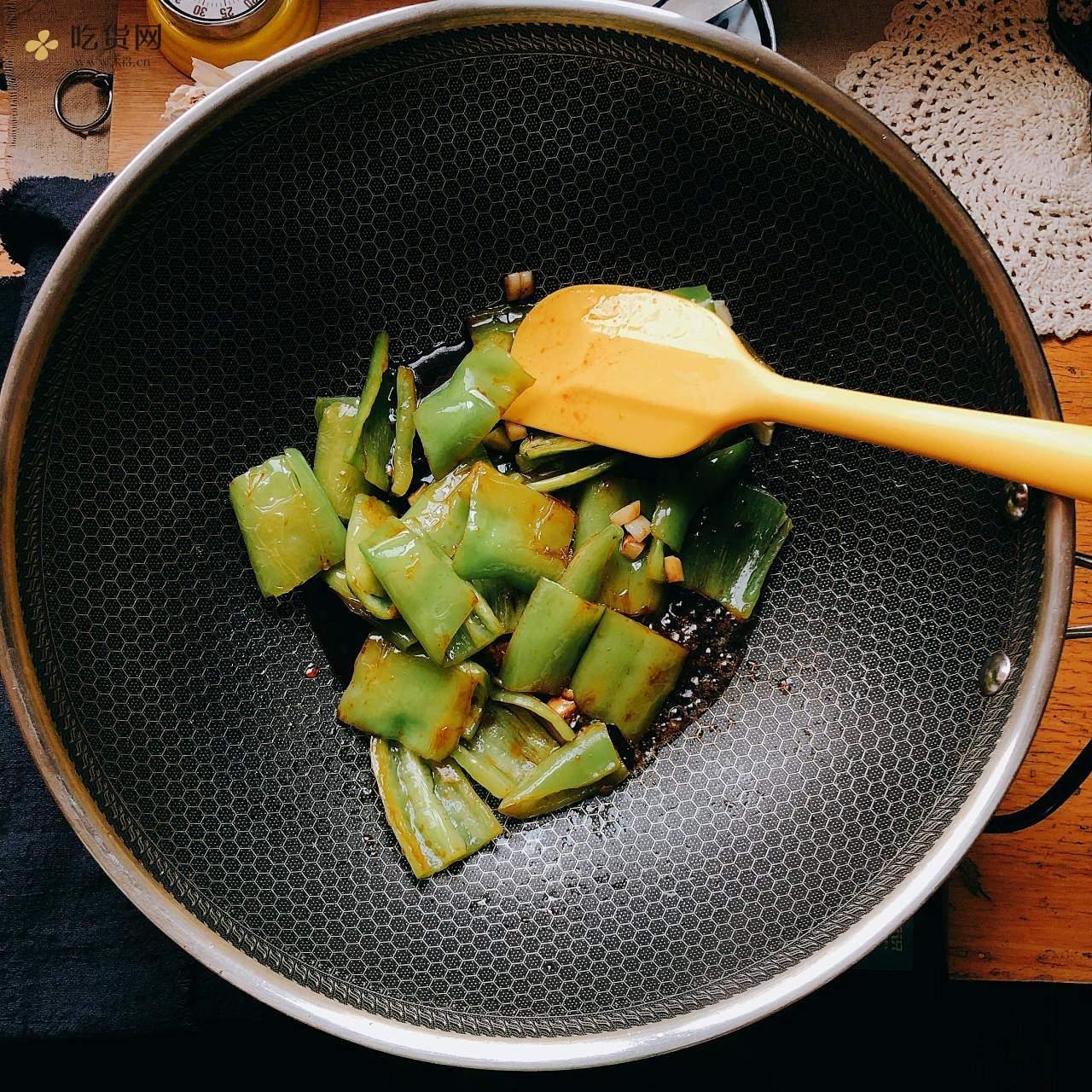 『米饭杀手』虎皮尖椒的做法 步骤6
