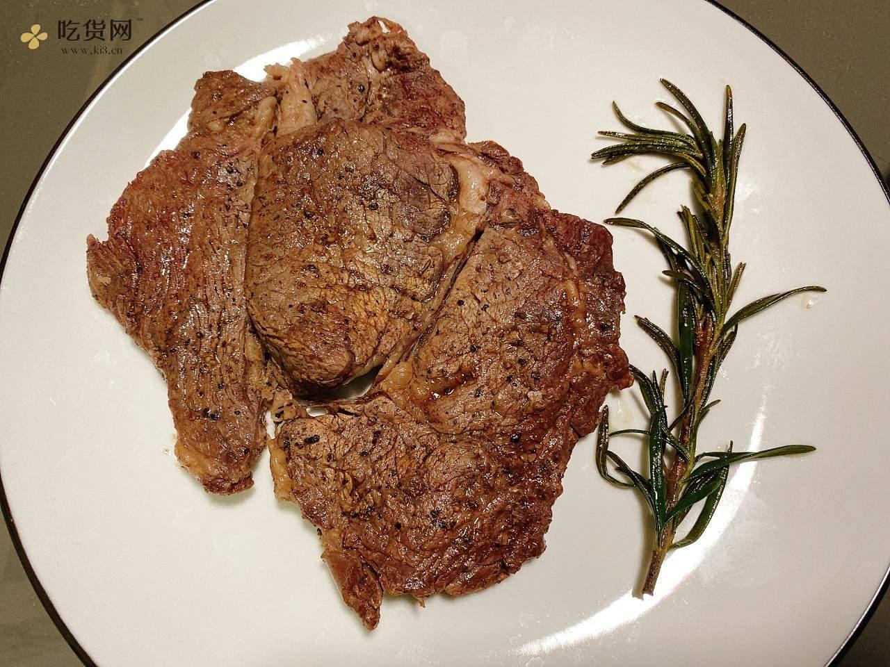 黄油煎牛排,简单易上手的做法 步骤3