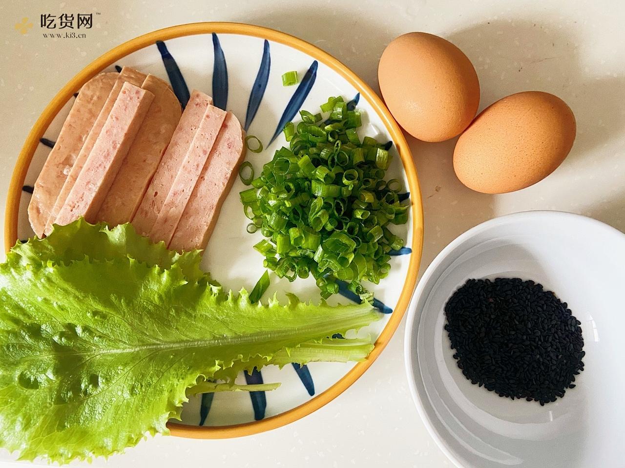 早餐鸡蛋饼   几分钟搞定   清淡不油腻    营养筋道又好吃   附细节视频的做法 步骤1