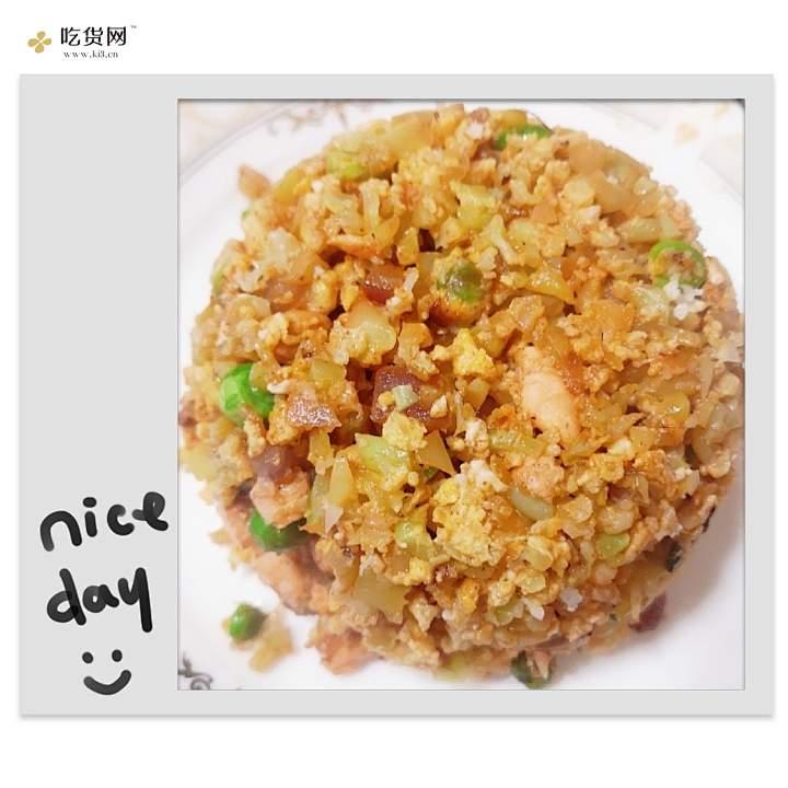 三文鱼无米花菜炒饭(减肥又好吃的减肥餐哦)的做法 步骤5