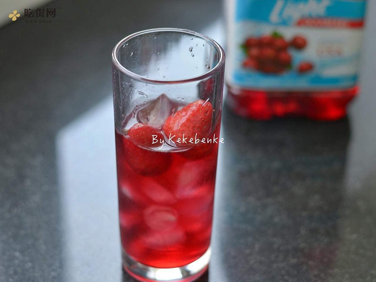 莓莓白茶冰饮的做法 步骤3