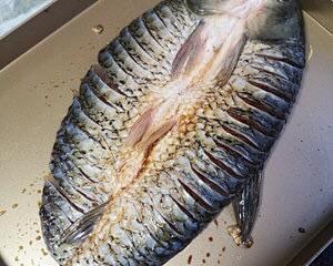 【低碳水食谱】无法抗拒的香辣烤鱼🐟,在家也能做的高蛋白的减肥餐谱的做法 步骤1