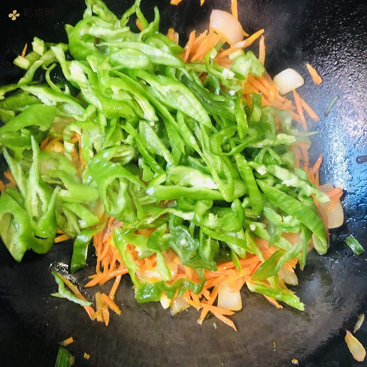 减肥餐-红萝卜炒青椒的做法 步骤8