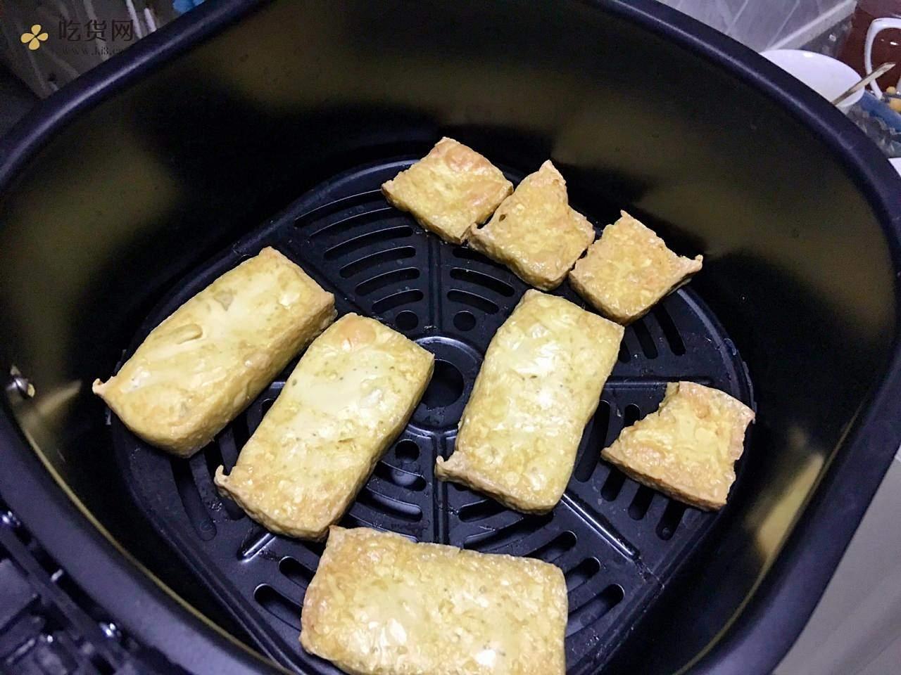 空气炸锅:减肥餐炸豆腐的做法 步骤3