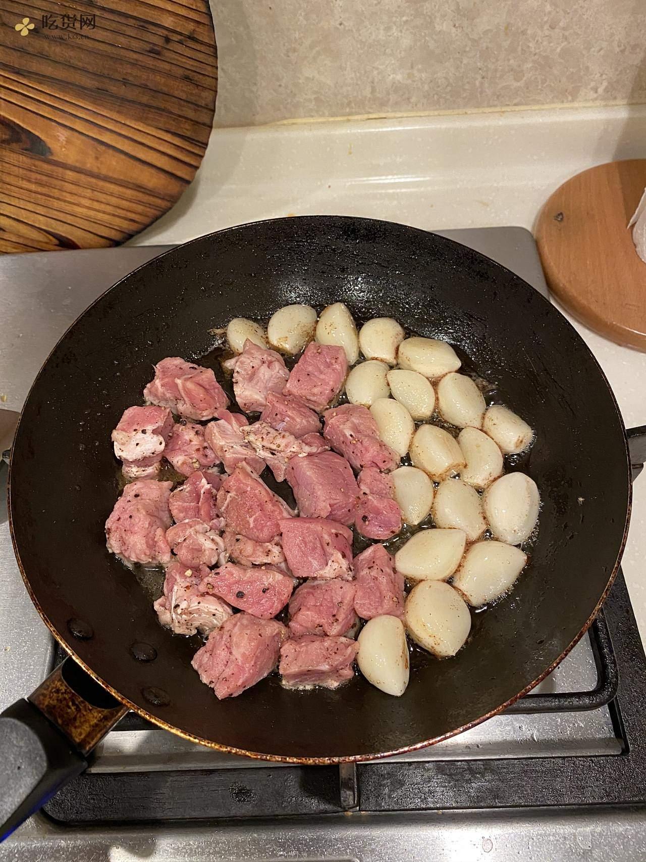 蜜汁黑椒蒜子牛肉粒的做法 步骤4