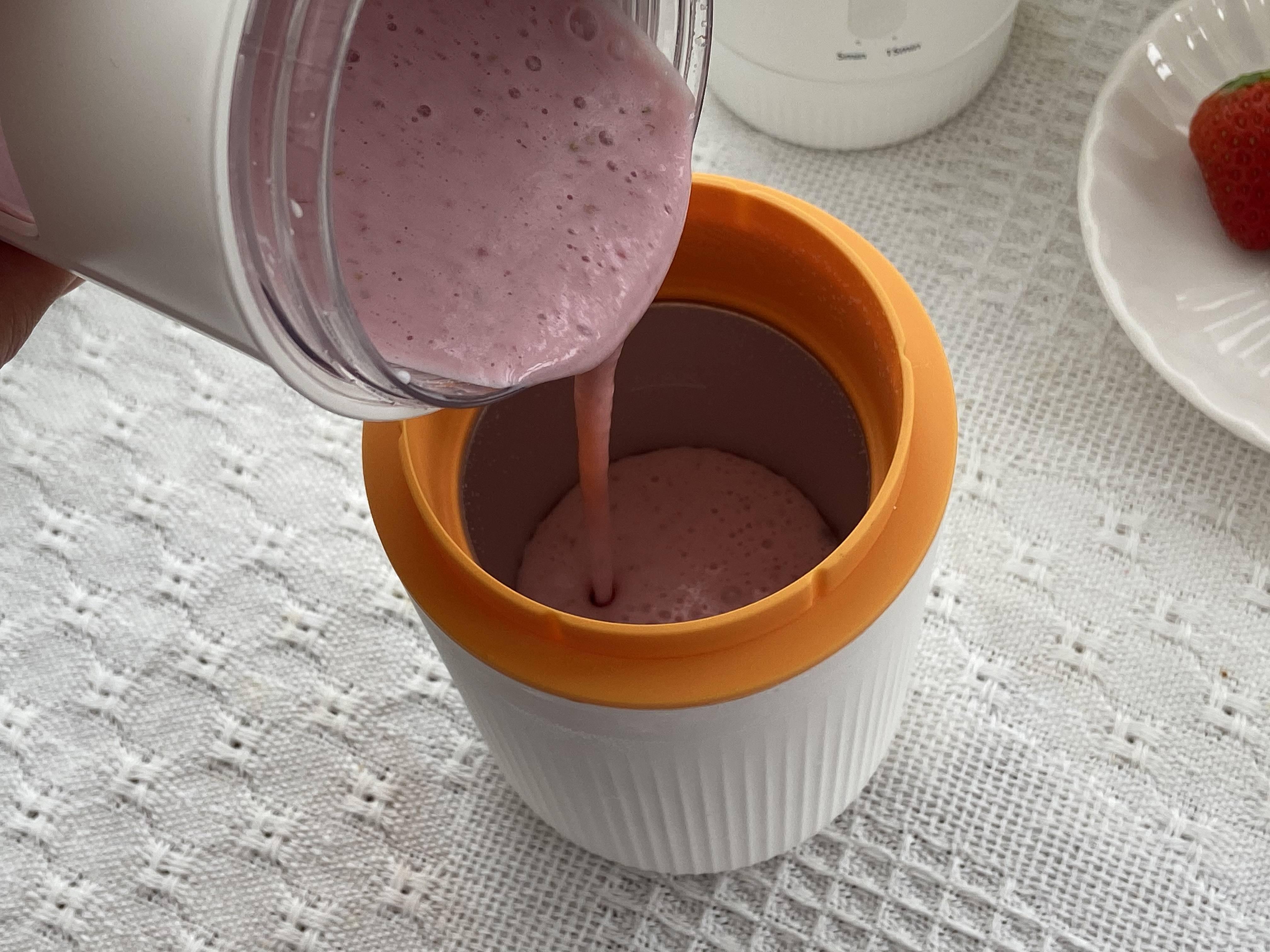 冰冰凉的草莓奶昔,夏日必备饮品!的做法 步骤5