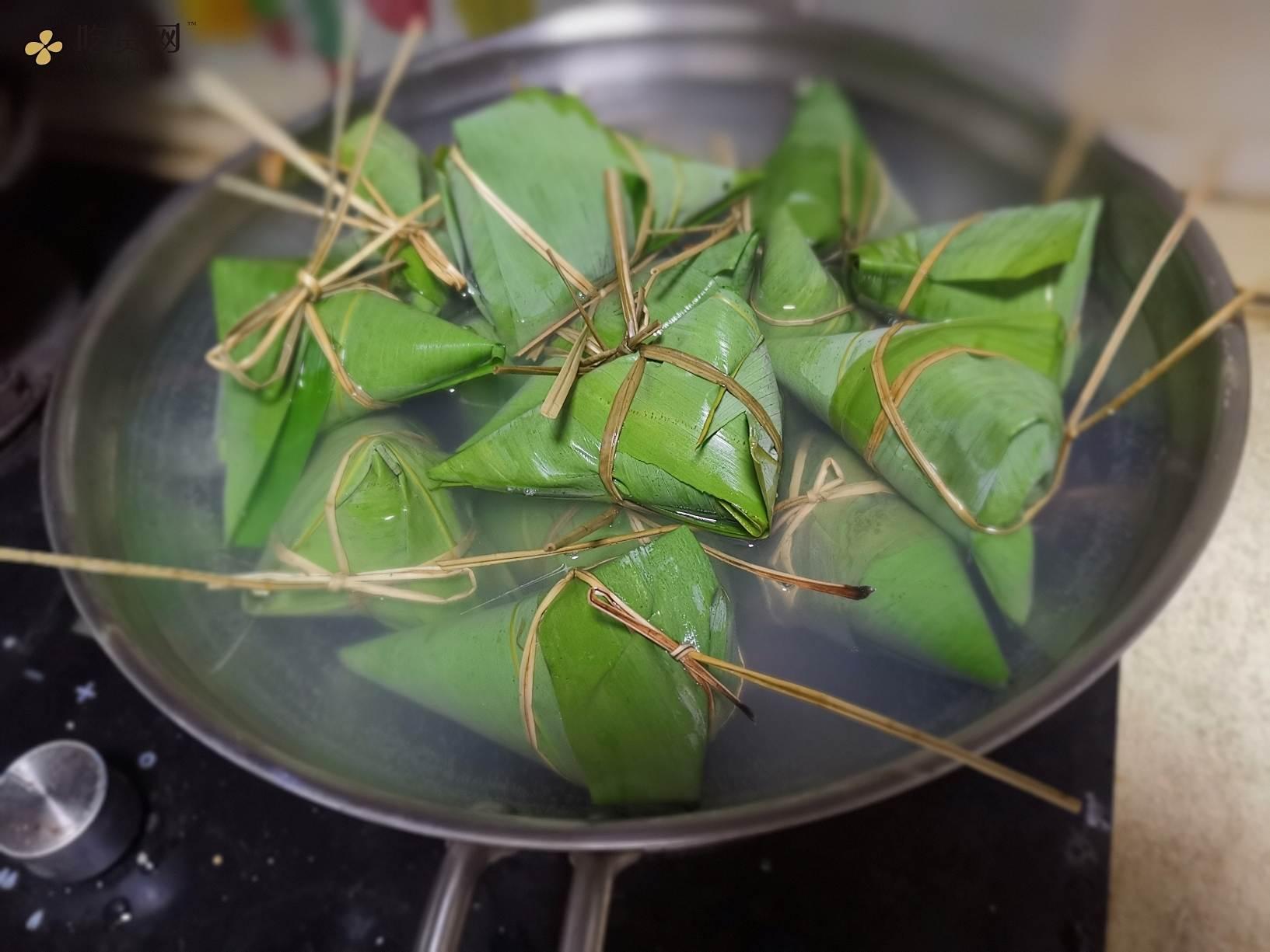 潮汕的端午风味#咸蛋黄肉粽的做法 步骤11