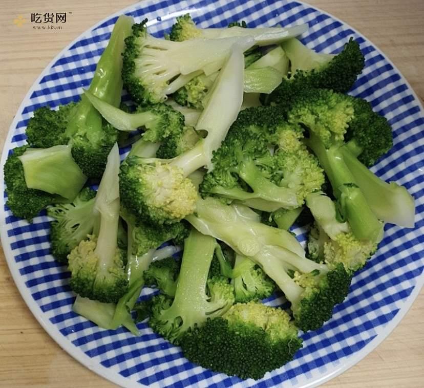 브로콜리 두부무침韩式凉拌西兰花豆腐不怕胖的减肥餐的做法 步骤3