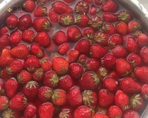 内含整颗🍓的自制草莓酱,吊打进口巨贵产品的做法 步骤1