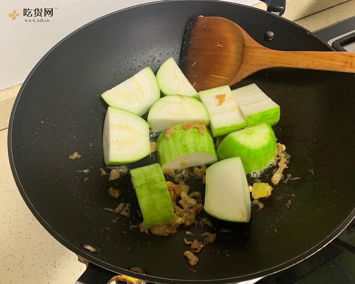 瑶柱丝烩节瓜  | 不需要放肉也能很好吃的做法 步骤2