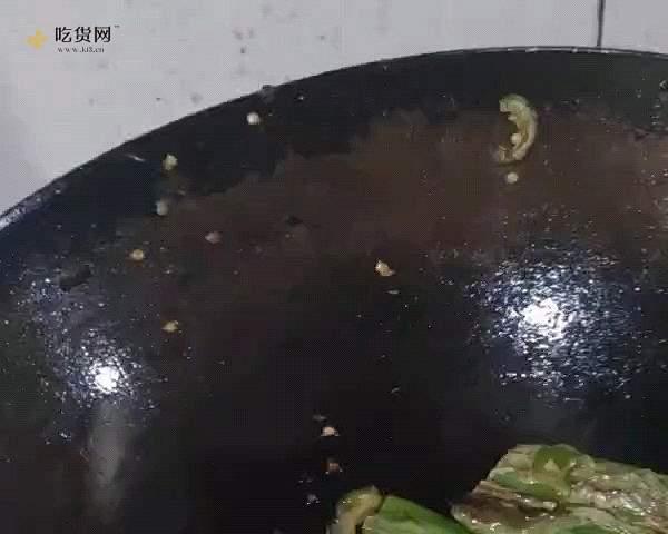 虎皮尖椒鸡蛋的做法 步骤2