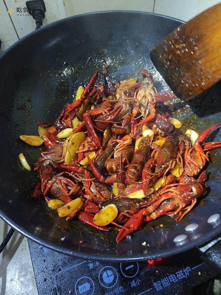 超详细麻辣啤酒小龙虾烹饪步骤   新手在家也能做的做法 步骤8