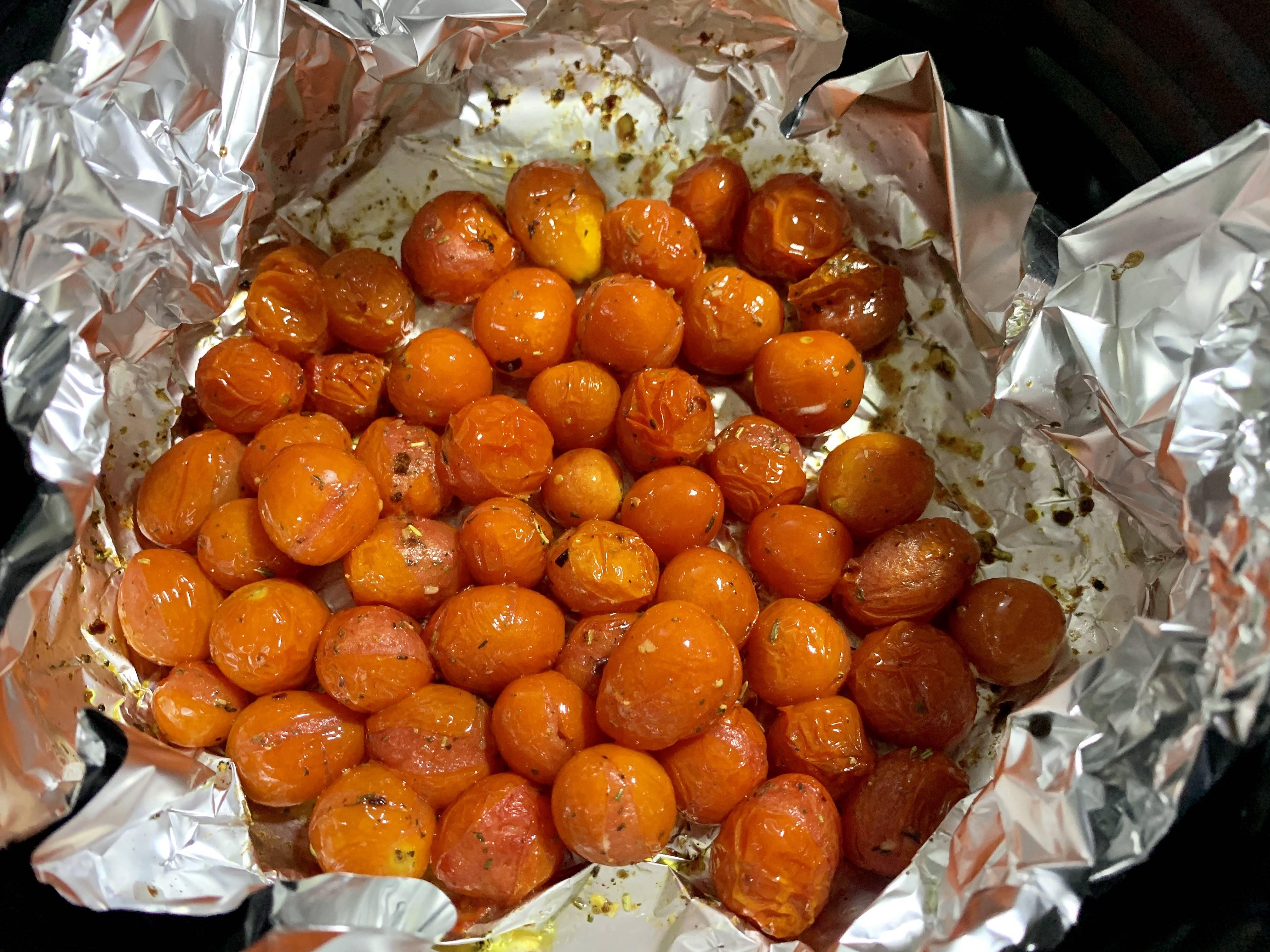 极简健身餐!空气炸锅烤菲力牛排小番茄彩椒的做法 步骤3