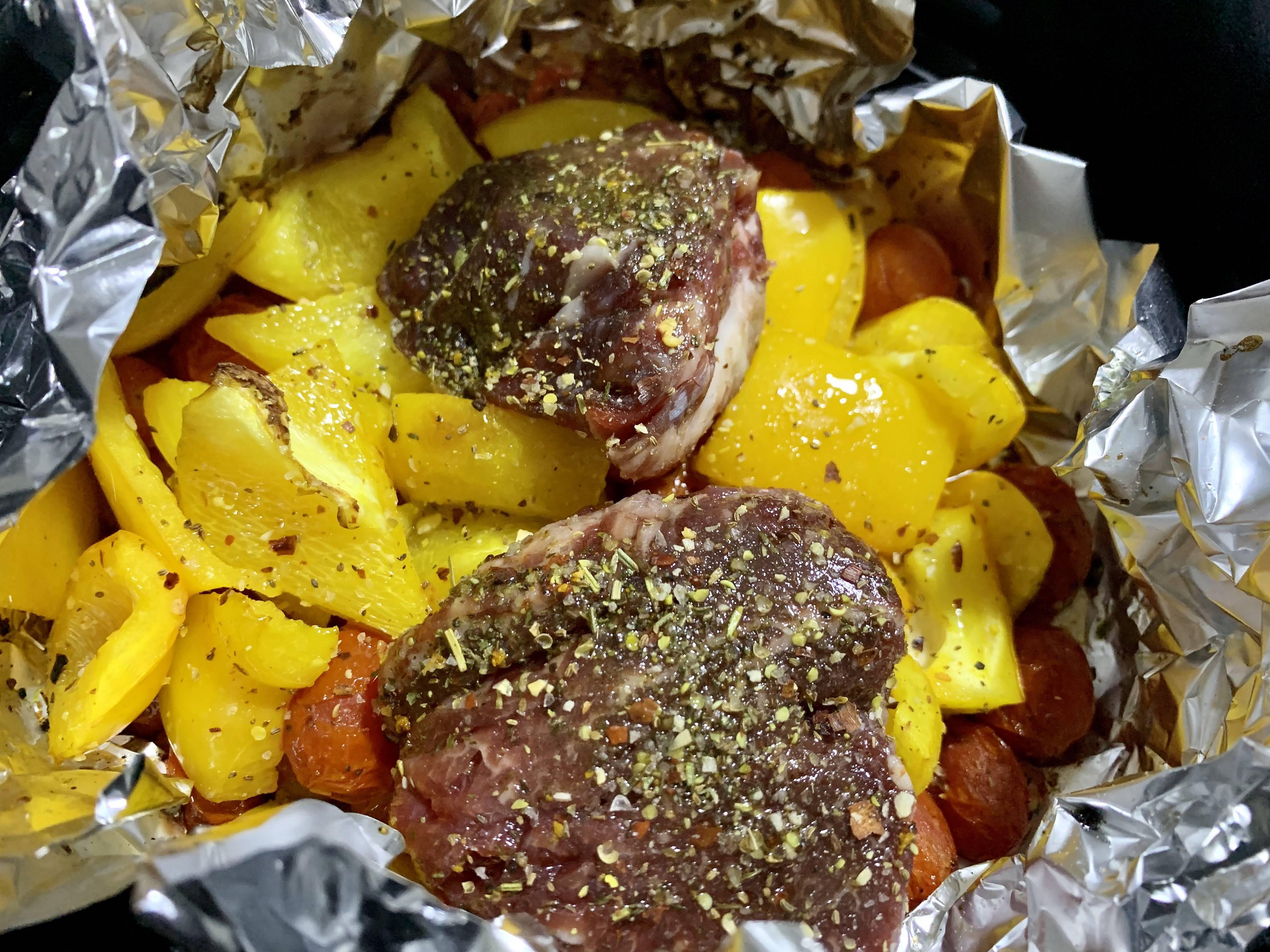 极简健身餐!空气炸锅烤菲力牛排小番茄彩椒的做法 步骤5