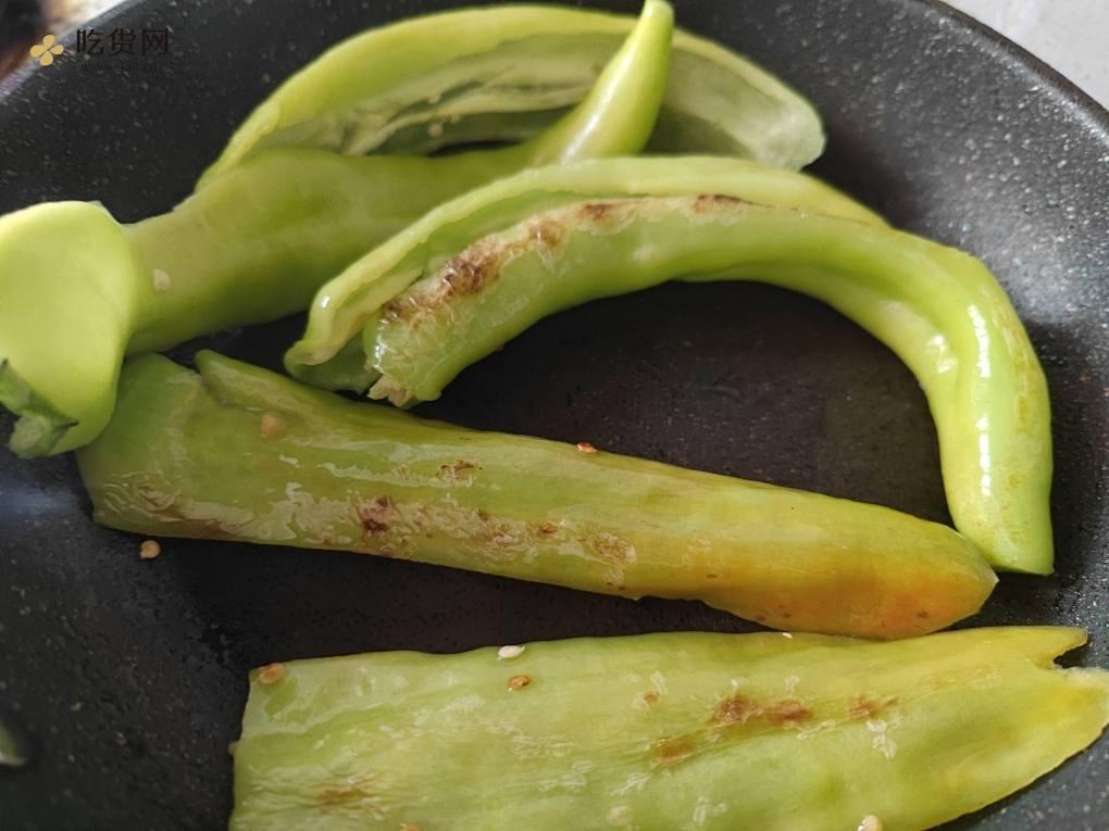 超下饭的糖醋虎皮青椒,比肉还好吃的做法 步骤2