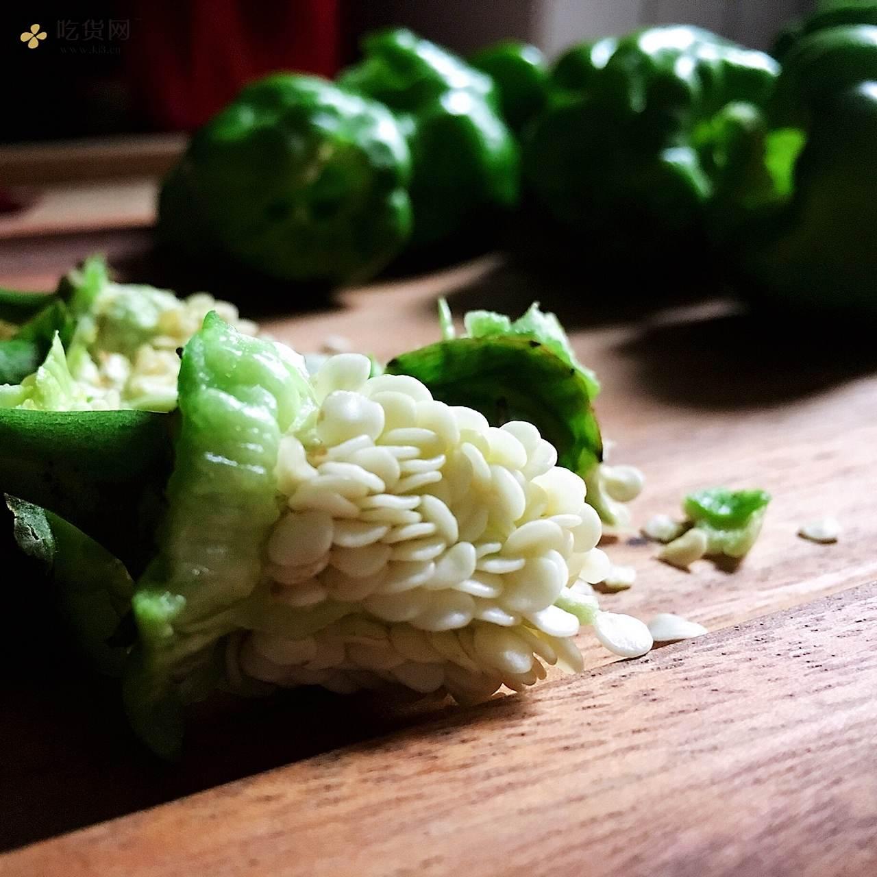 🔥下饭【古早·虎皮青椒】私房做法·不需大蒜和调汁的做法 步骤2