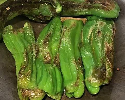 百吃不厌的糖醋虎皮青椒,有丰富的维C、膳食纤维,多吃益善的做法 步骤3