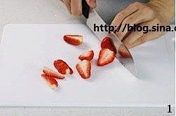 自制草莓果酱的做法 步骤1