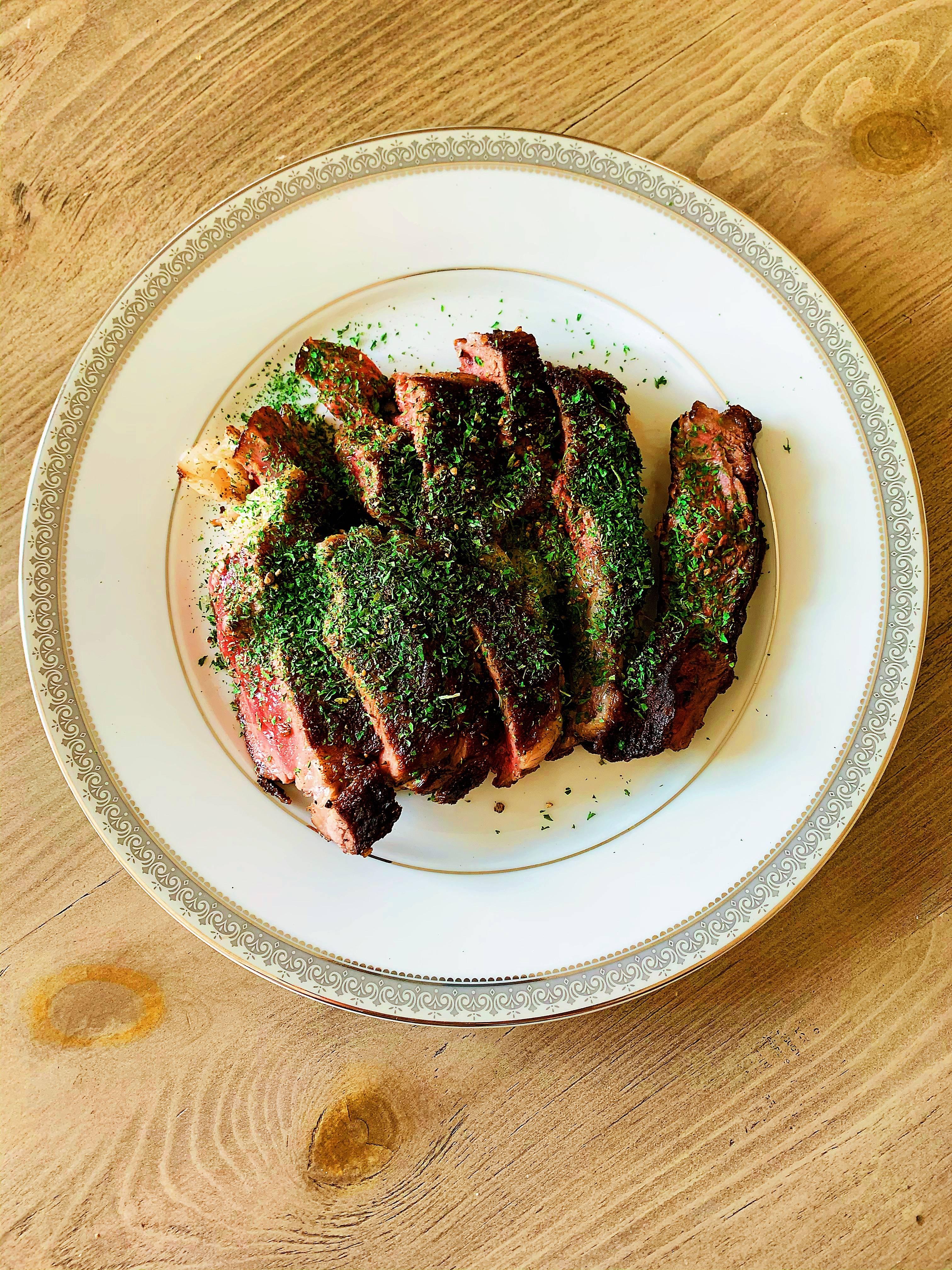 眼肉牛排配奶油蘑菇酱(Ribeye Steak with Mushroom Sauce)的做法 步骤3