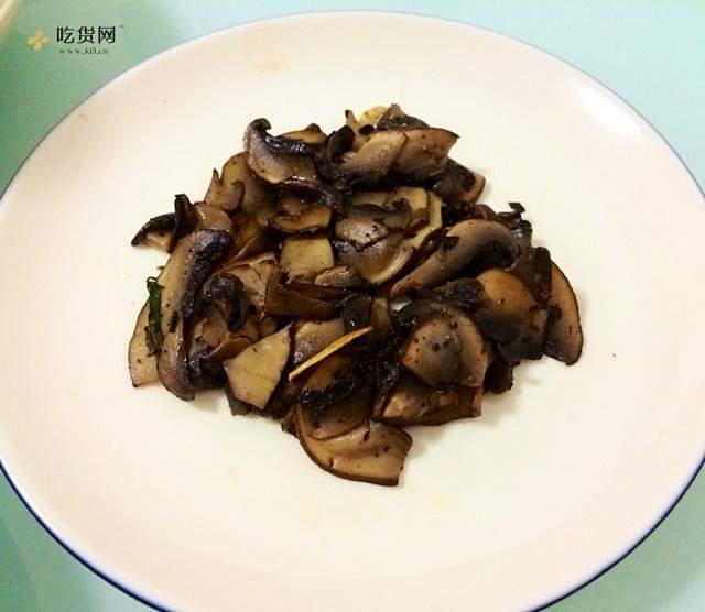 黄油黑胡椒炒牛排菇的做法 步骤2